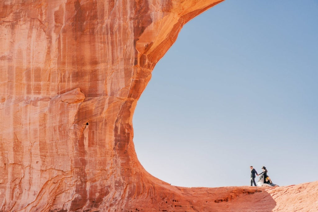 couple in the cove of a desert c shape