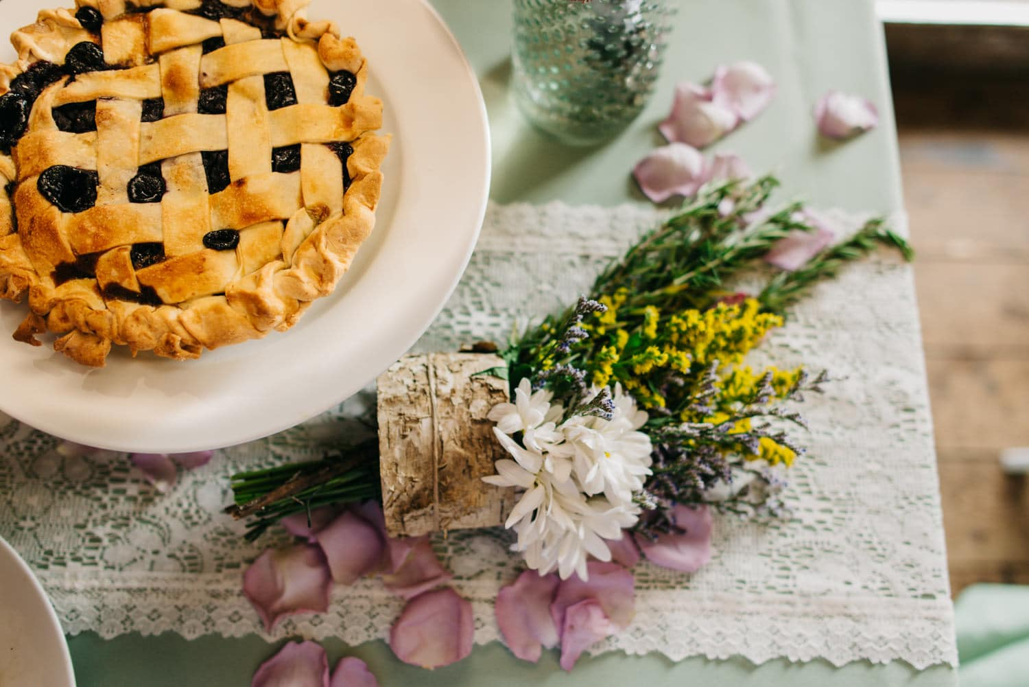 Private chef catering a pie and some flowers on a table
