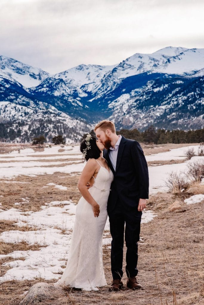 couple kissing at moraine meadows in rocky mountain national park