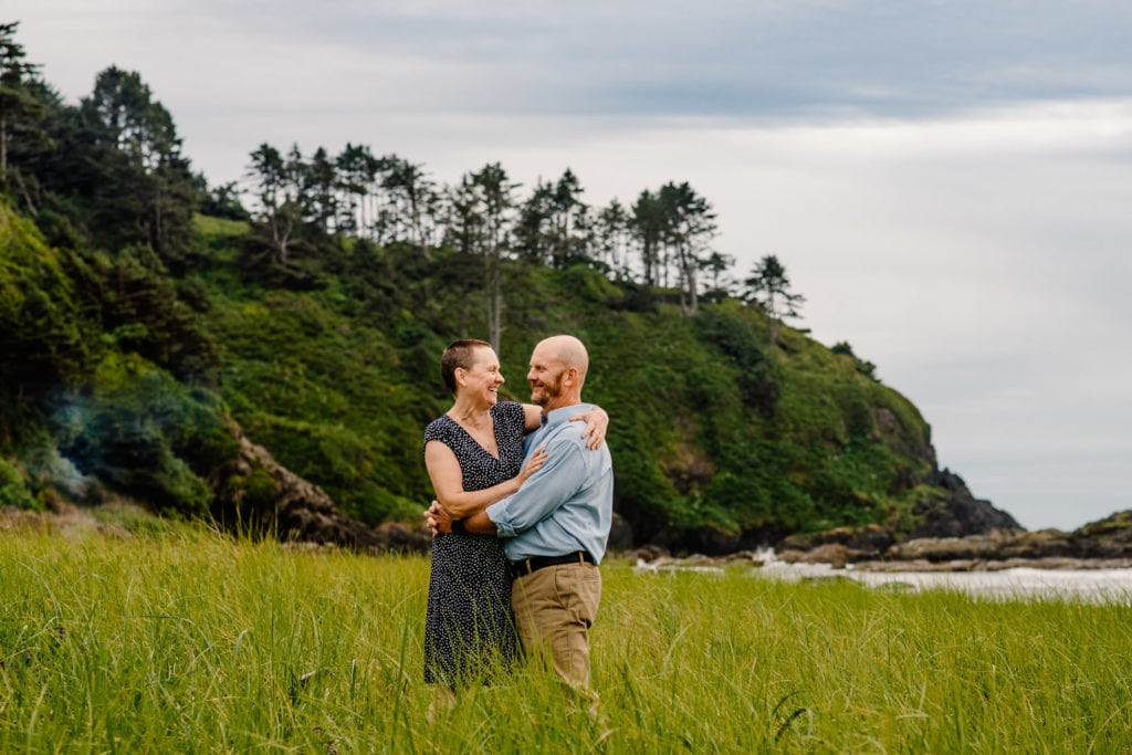 couple on oregon coast