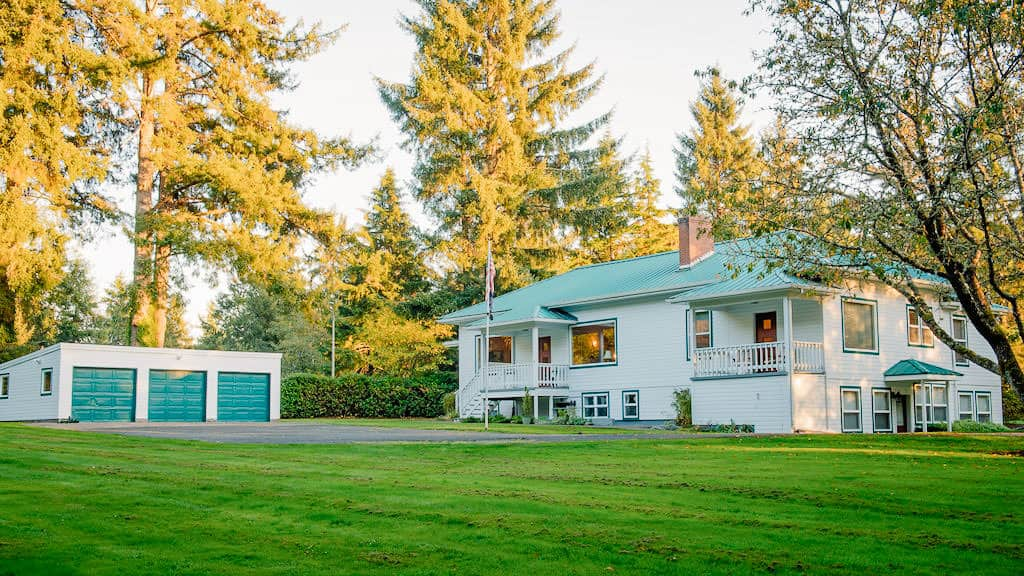 grassy field in front of a large house that is good for an airbnb wedding venue in Oregon