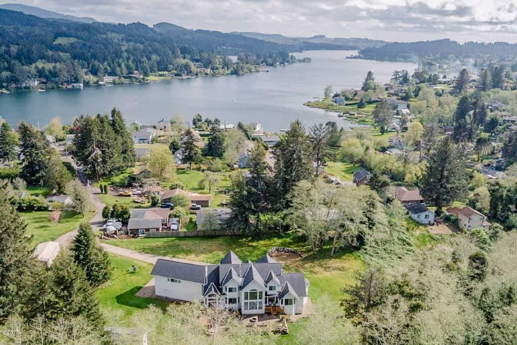 luxury lakeside home suitable for airbnb wedding venues in Oregon if you contact host, a home with a stunning view of the lake and full of luxury
